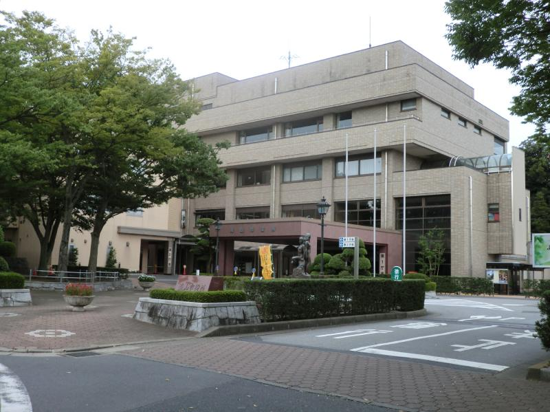 1枚目は千葉県の流山市役所2枚目はTBSで放送されたアニメ「普通の女子校生が【ろこどる】やってみた。」の流川市役所(流川