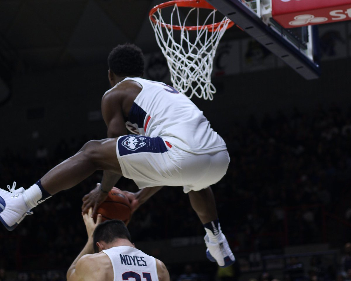 #UConn's Alterique Gilbert (@Alterique_G) flies over Mike Noyes for the dunk during #UConnFirstNight https://t.co/Mzb5PM3fPq