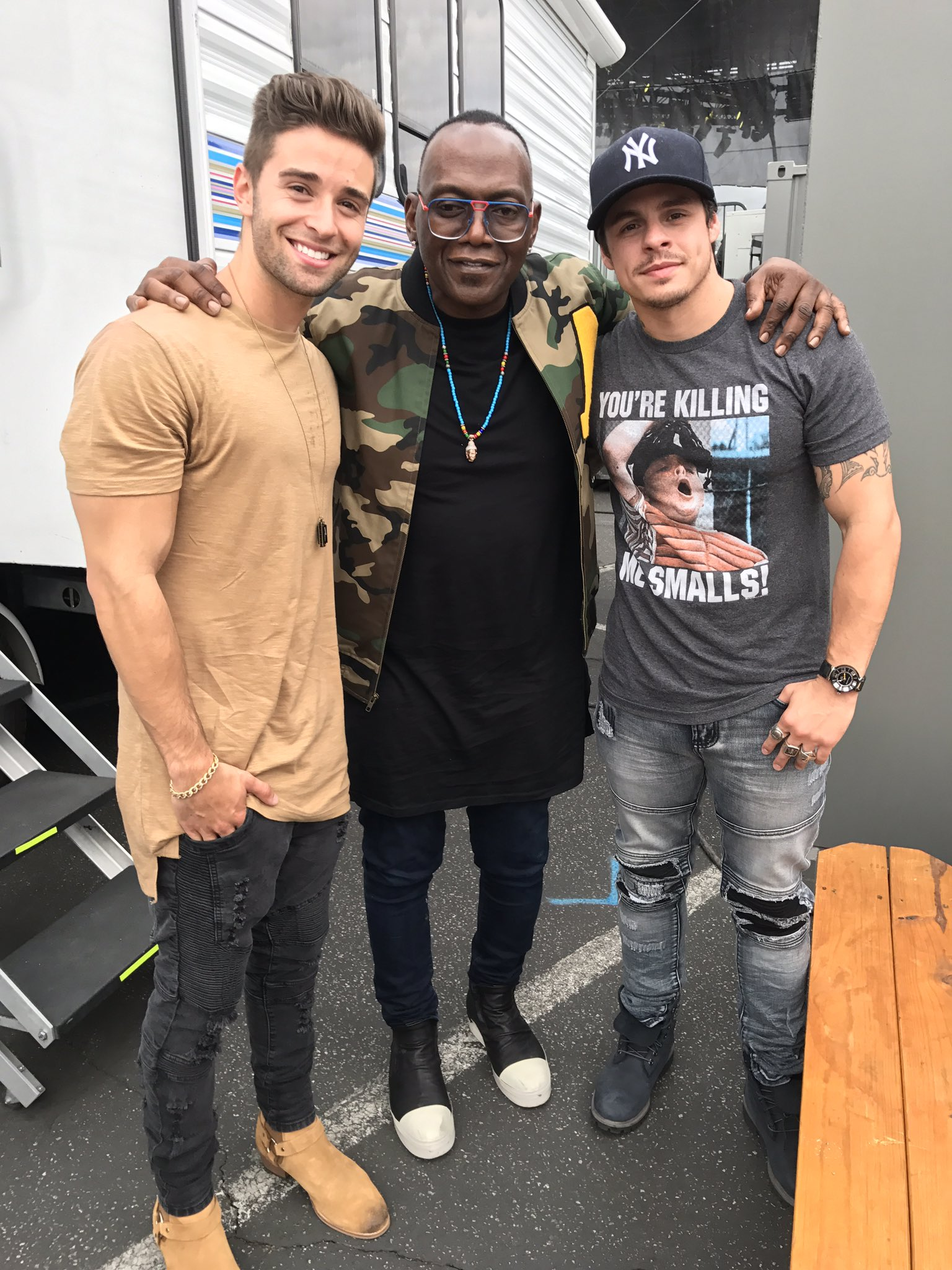 chilling with @jakemiller and @BEAUcasperSMART #EWPopFest https://t.co/Owi0CT2Swm
