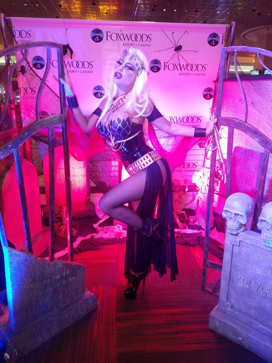 Dark Warrior Princess realness      @FoxwoodsCT  #halloween #costume #warrior with a #whip https://t.co/08FuwWqEfW