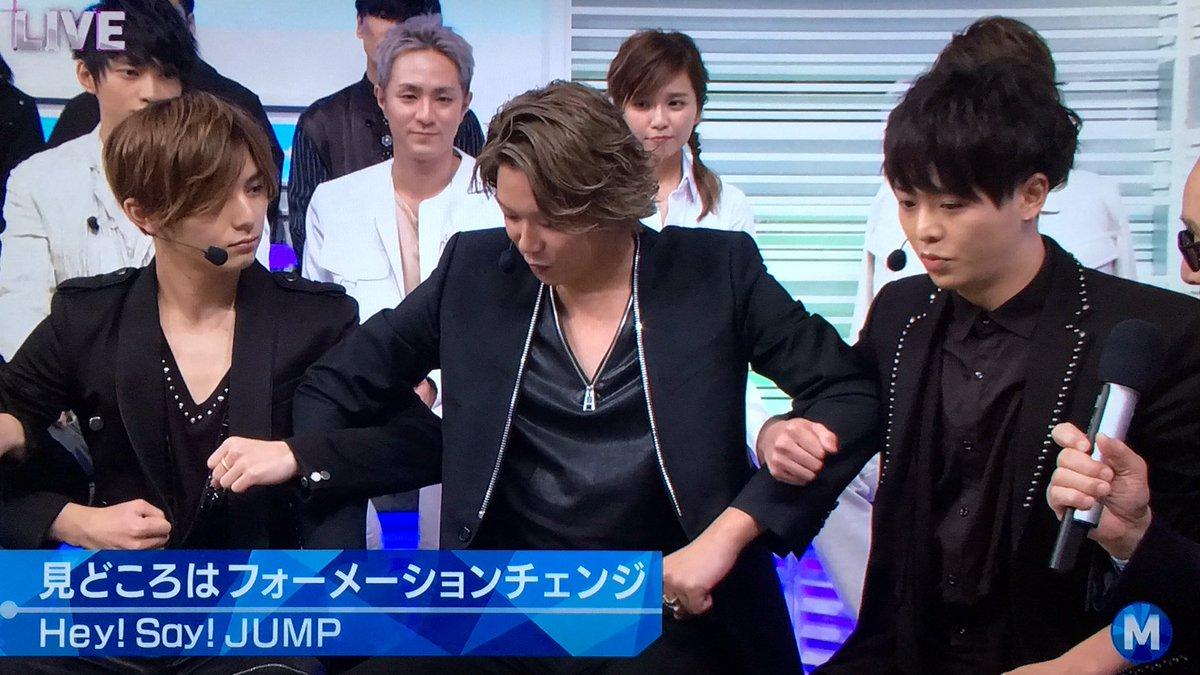 カメラに映ってる3人だけがすればいいのに自然と全員腕組んじゃうところがさすがHey!Say!JUMP