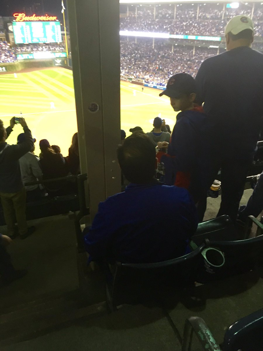 Give him the Good Dad award right now. #Cubs https://t.co/lSvak2C7jM