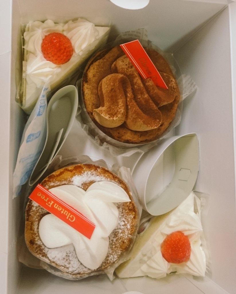 誕生日おめでとーって患者さんがケーキ買ってきてくれた なんなのみんな神なの しかもグルテンフリー。笑 https://t.co/osQ4JEHOA5