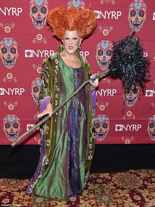 Well, @BetteMidler just owned Halloween by dressing up as herself from Hocus Pocus!