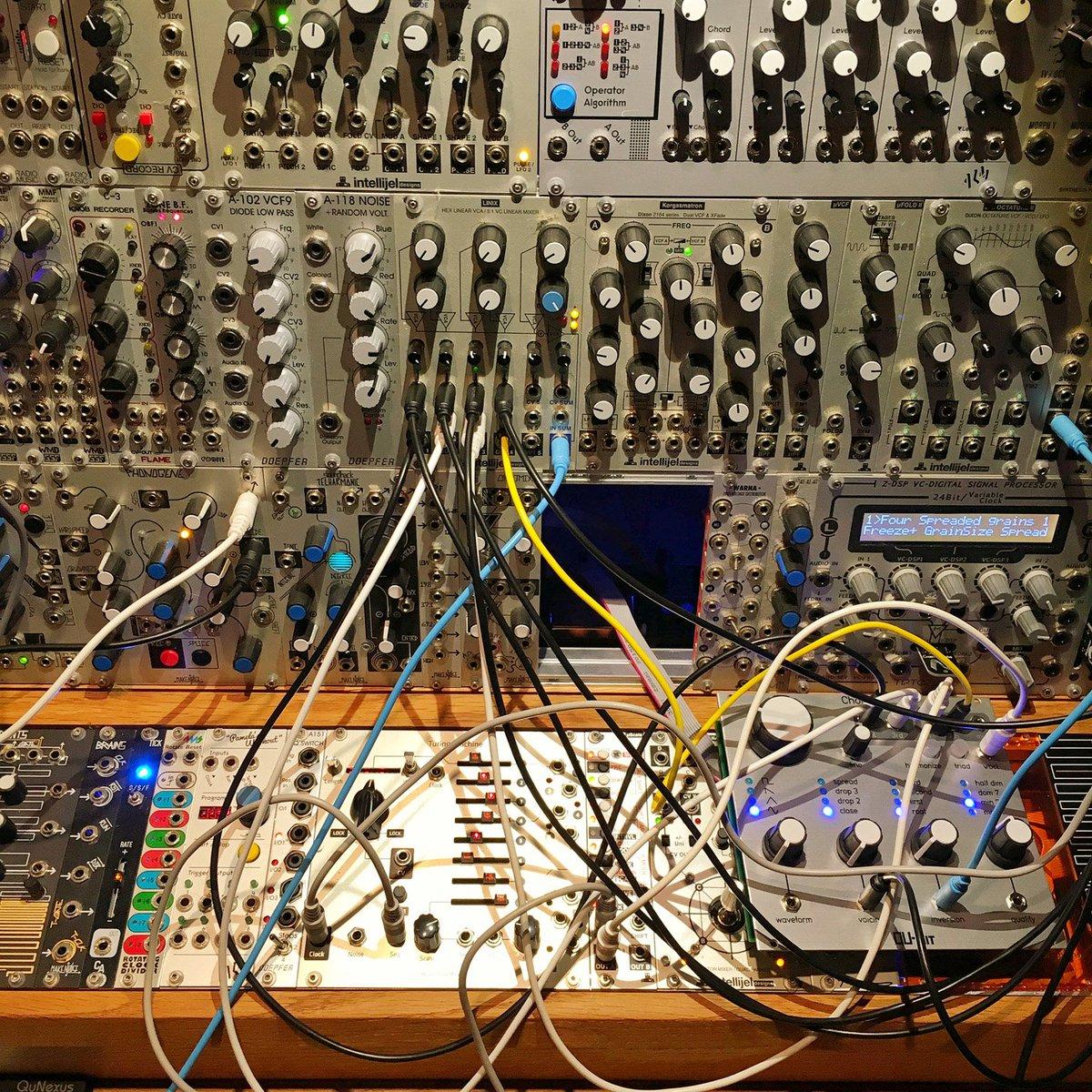 first experiment with the @qubitelectronix Chord module  https://t.co/ukubu1q8vo https://t.co/MpTcslAEKZ