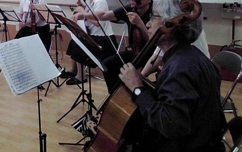 昨日は弦楽アンサンブル ボランティアグル-プの練習だった。先週の録音が配信されていて各自反省して?集まっていた。その反省