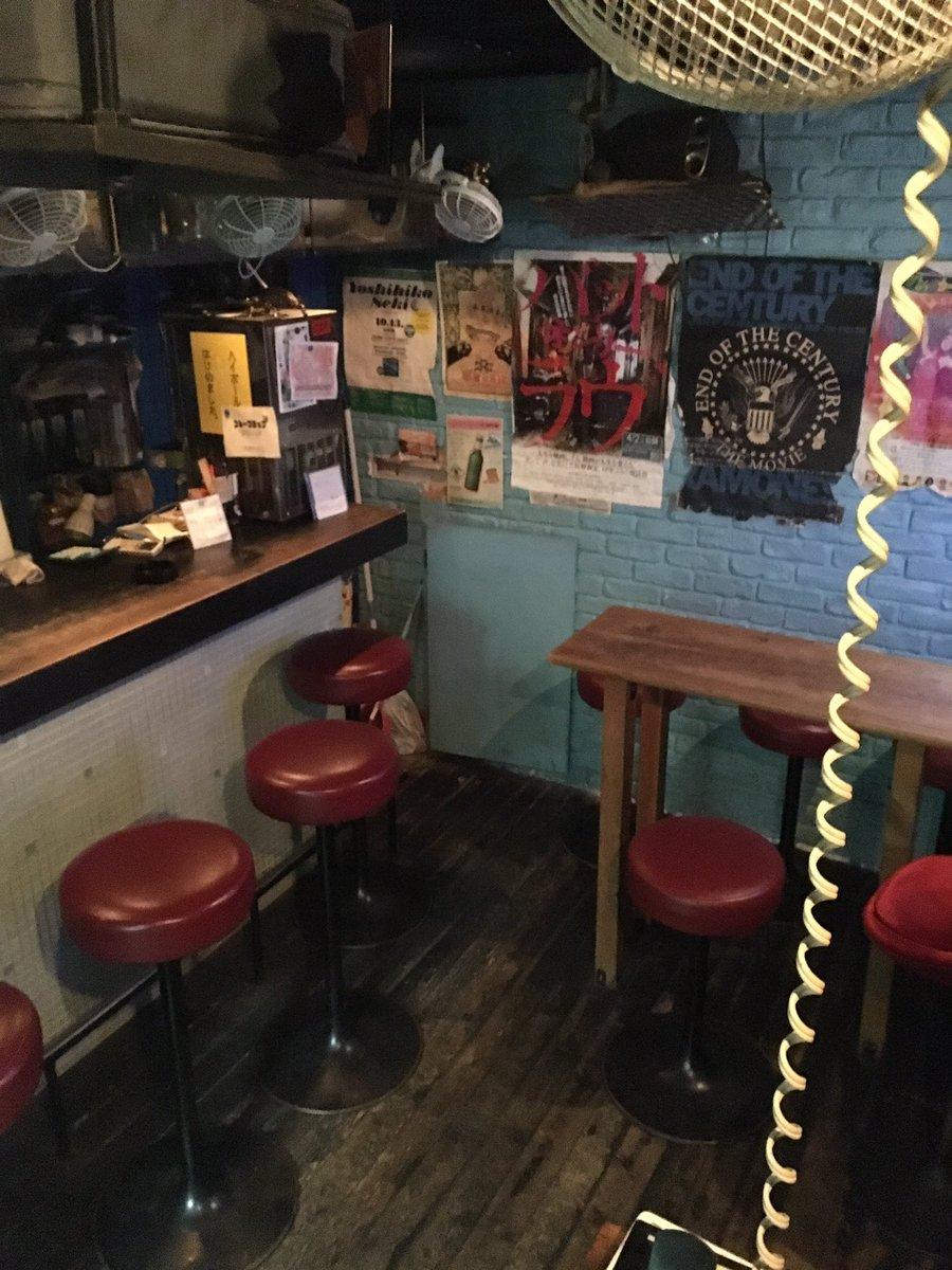 新宿ゴールデン街barGarden本日もぬるりとオープン致しました。本日のイベントは「はじめの一歩を見る会」あの名作漫画