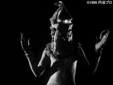 11/23怪獣酒場にケムール人来るのにまさかのその日アニマックスと被るというケムールその日しか来んのになぁ。祝日やしアニ