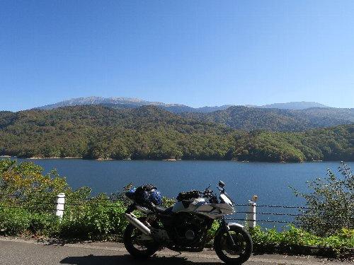 (昨日の続き)岐阜・富山・長野ツーリング、2日目の写真です。①有峰林道(西岸線)からの有峰湖と薬師岳、②有峰林道(小口川