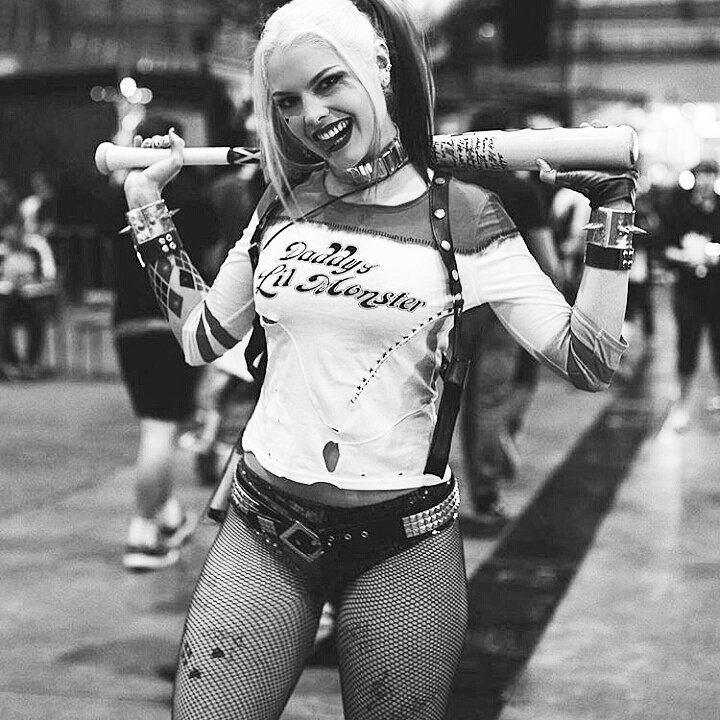We've all seen plenty of Harley cosplay @lauragbert is by far the best. I mean look at her. Wow. #HarleyQuinn https://t.co/FTrVCVxb8t