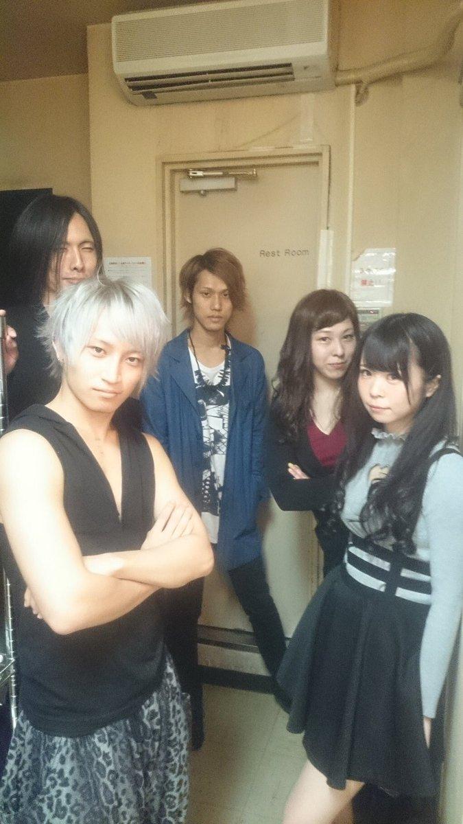 渋谷オーブお疲れ様でした!!対バンの方々みんなかっこよかった!でも私達もワンマン終わって1発目のライブ。安心もしてないし