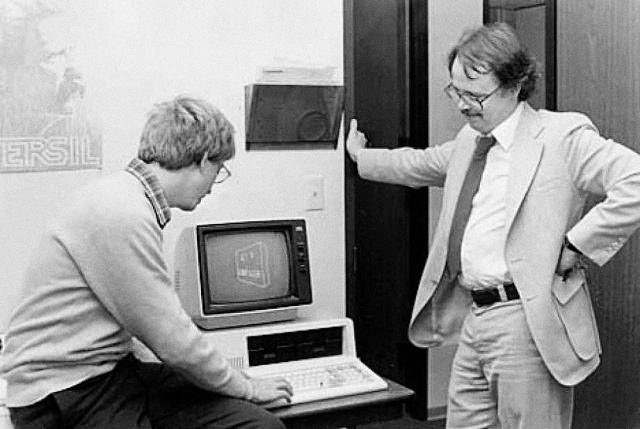 Here's David Bunnell with Bill Gates, who he worked with before almost anyone else. https://t.co/hLUFkslEDD https://t.co/Cii22DMAto