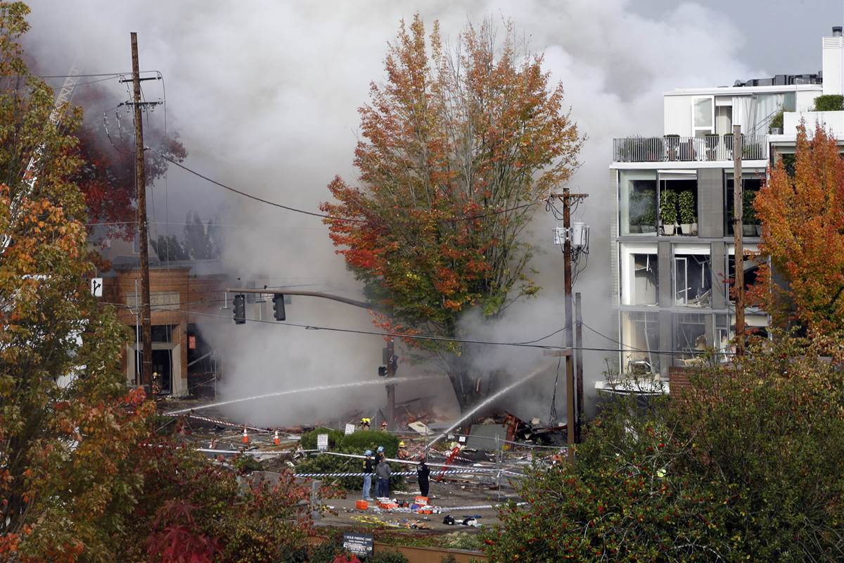 Oregon natural gas explosion injures 8, destroys building