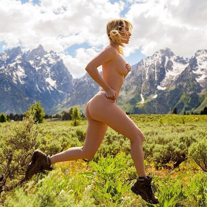 Catch her if you can! RT if you'd like to kickstart your #humpday with @SaraUnderwood https://t.co/X