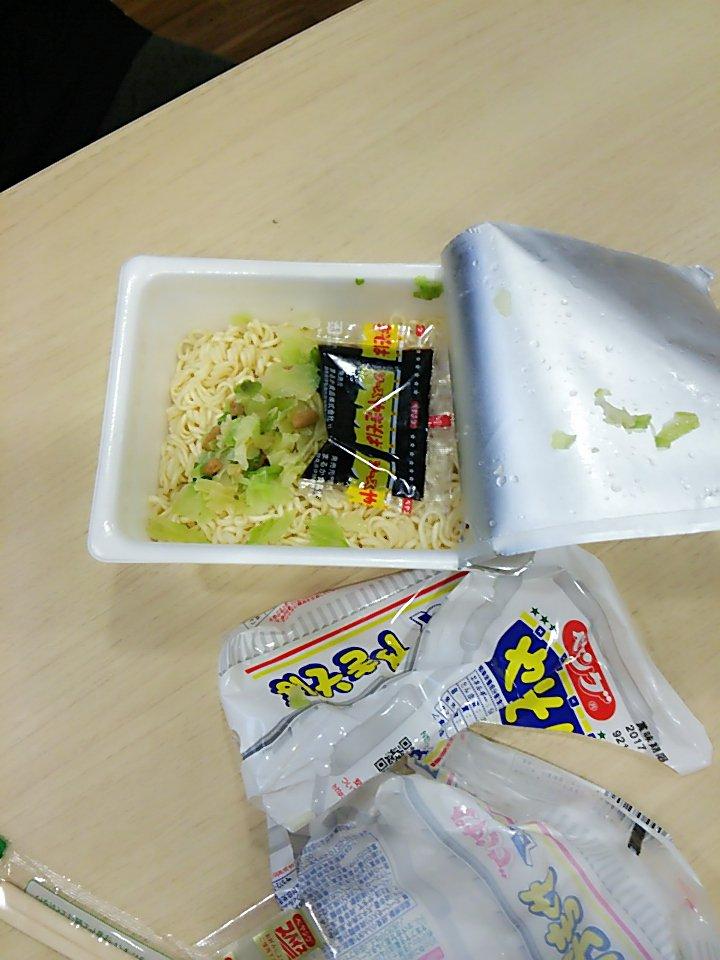 どなたか真田佑馬さんにカップ焼きそばの作り方を教えてあげてください。   #ソースは取り出してから  #ダニー・ボーイズ