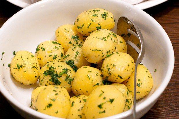 Сварить молодую картошку вкусно