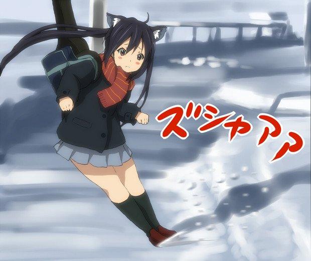 冬は雪が降って寒いデス!滑って転ばないように気を付けないとデス! #けいおん #k_on #ドリフトあずにゃん