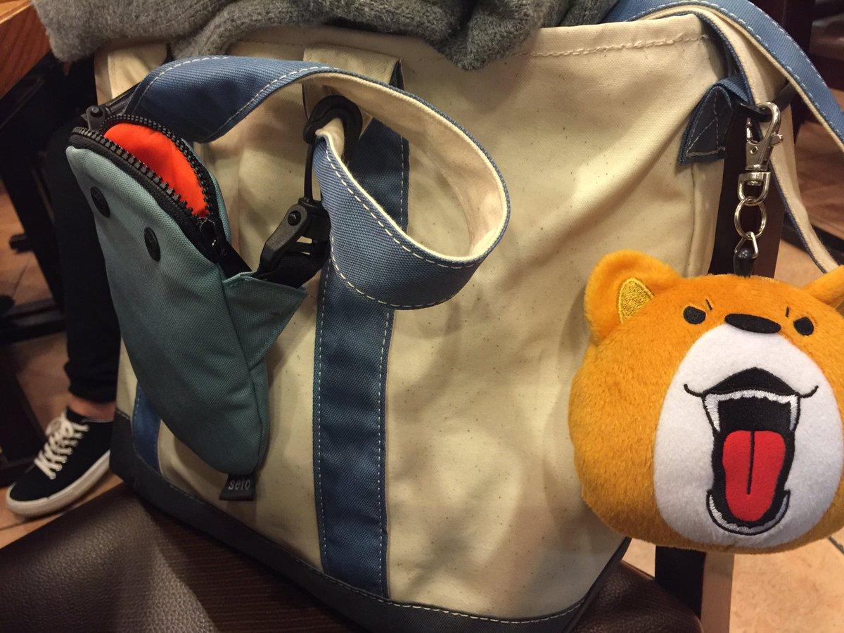 ロープウェイに並んでる時に、黒人の女性にネイティヴな英語(当たり前)で、「バッグに付いてるのはどこに売ってる?東京?」と