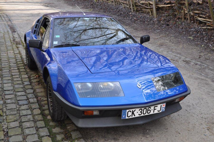 エヴァンゲリオンを見ていたら、ミサトさんが自分の愛車を「ルノー」と言っていて、調べてみたらこれだった。「アルピーヌ・A3