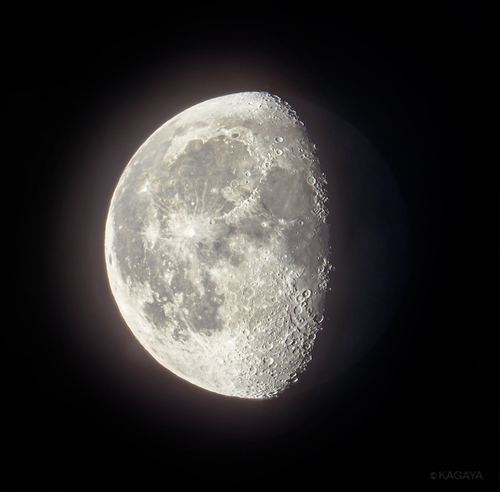 先ほど望遠鏡を使って撮影した更待月(ふけまちづき)です。 今日もおつかれさまでした。明日もおだやかな一日になりますように。
