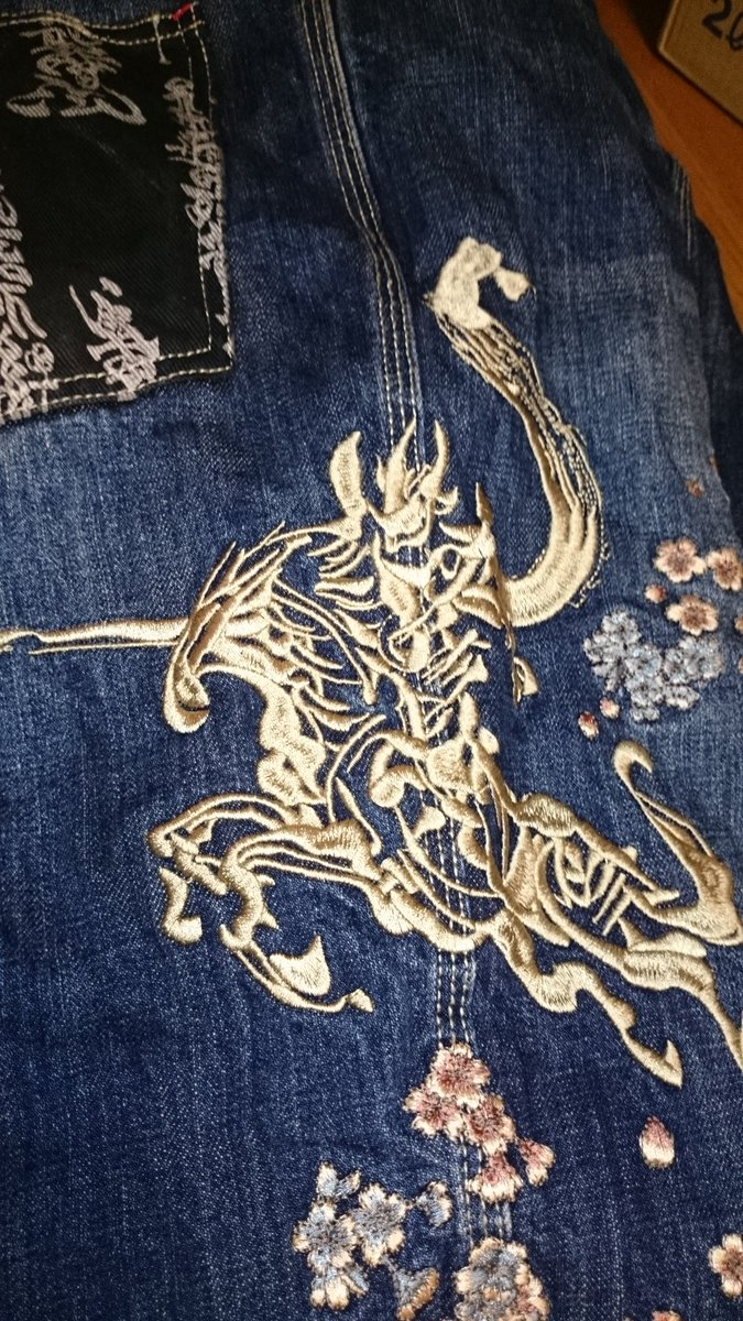 牙狼Tシャツ(¥11800)牙狼デニム(¥18360)牙狼スニーカー(¥24000)月の欠片(¥46400)シールドザル