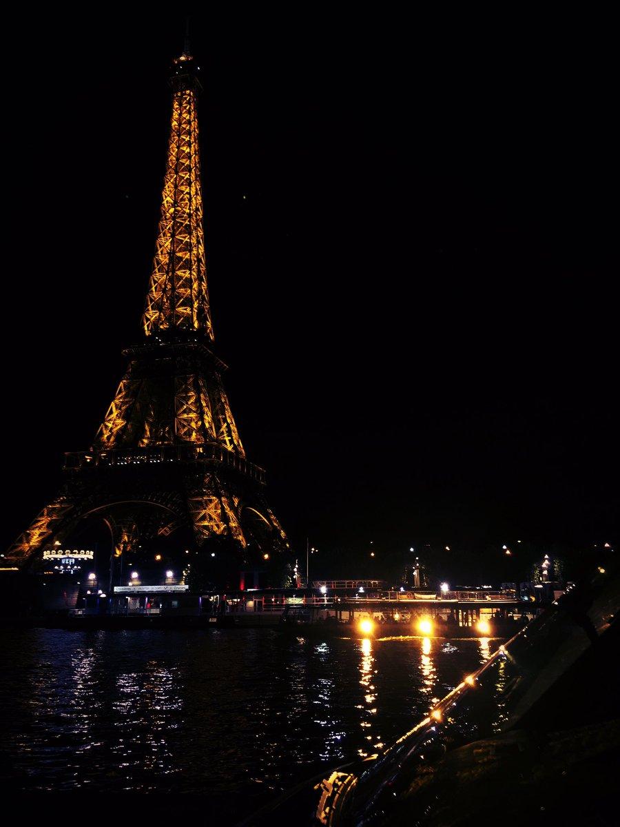 No words needed! #paris #fishing #urban #france #carp #carpfishing #toureiffel #fishing #streetlife