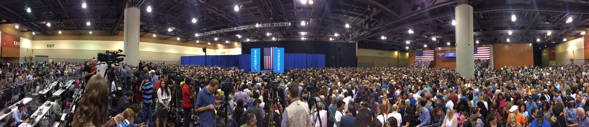 NOW Estimated 7-8K at @MichelleObama rally in #PHX 15 min before she speaks. #12News https://t.co/46rALOy79D