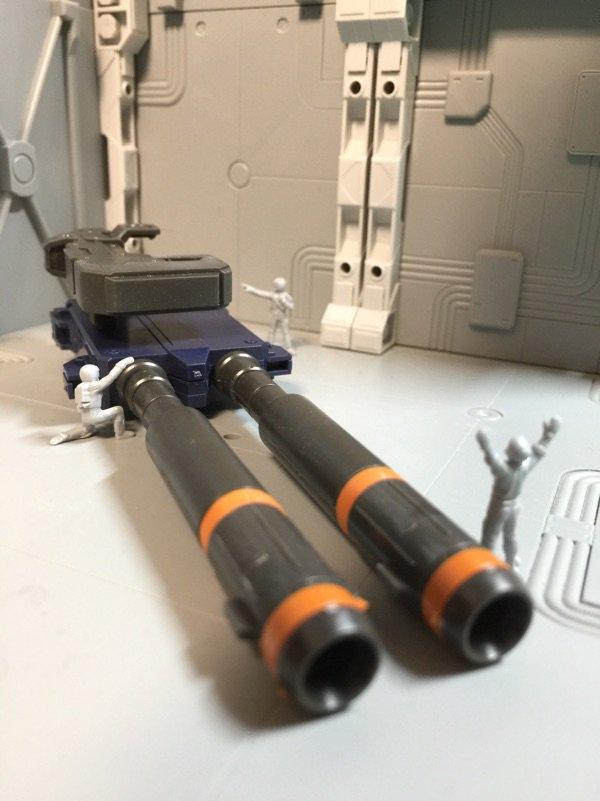 今朝のMGフルアーマー・ガンダム サンダーボルト版。2連装ビーム・ライフルに着手。砲身が左右割りだったのでタミヤセメント