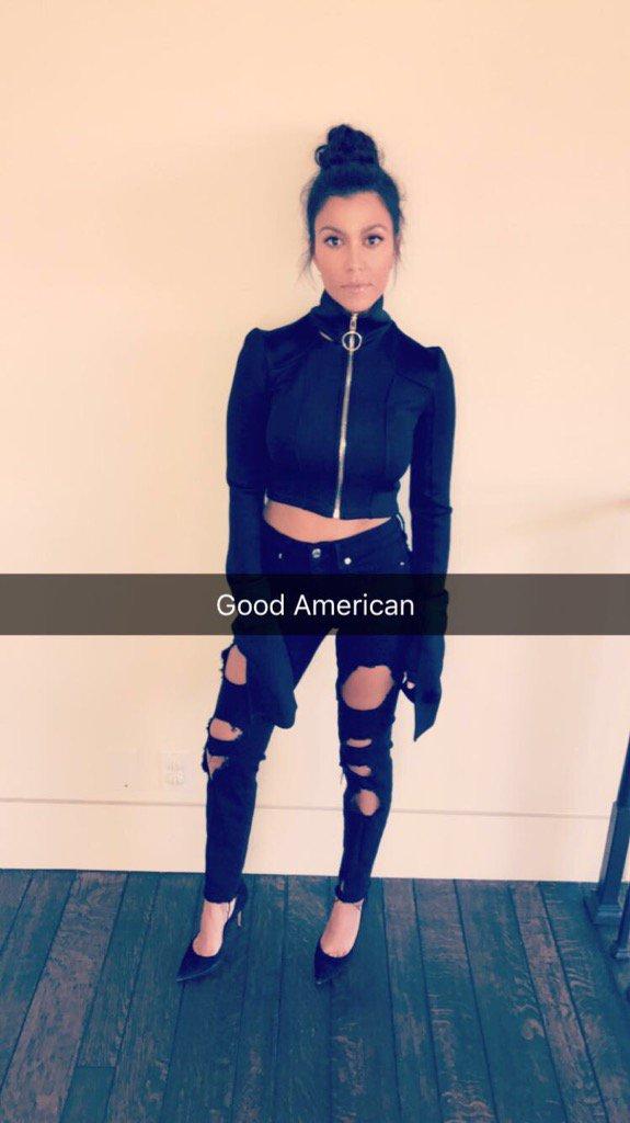 My gorgeous sister, @kourtneykardash rocking her Good Americans  https://t.co/DrS1LD6Ca7 ???????? https://t.co/6IUZtauzTW