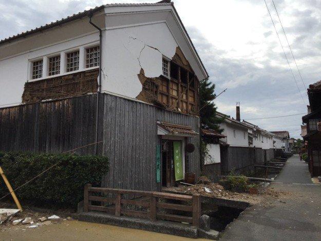 ああ、やはり… RT @BFJNews: 【UPDATE】鳥取で最大震度6弱の地震。倉吉市の白壁土蔵群にも被害。(提供写真)https://t.co/TbSmGE1LDm https://t.co/aonS1l26WJ