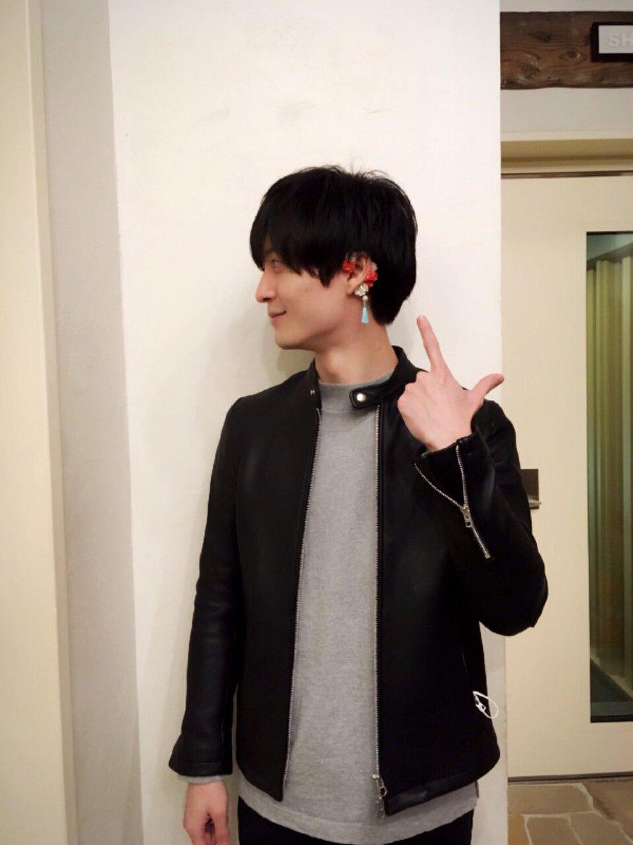 【Official Web Store#01】『耳で恋して メモリアルイヤーカフ』一条寺 帝歌役の梅原 裕一郎さんに着けていただきました!左耳が華やかに。 store.broccoli.co.jp/ec/cmShopTopPa… #magic_kyun