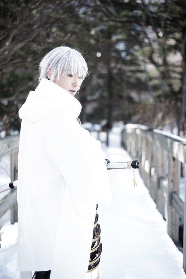 あーー雪のレフ板最高だな…今冬も雪撮影したいけど何撮ろう…蟲師と刀剣とユーリかな~~撮ってくれるカメコちゃん募集だよ(∩
