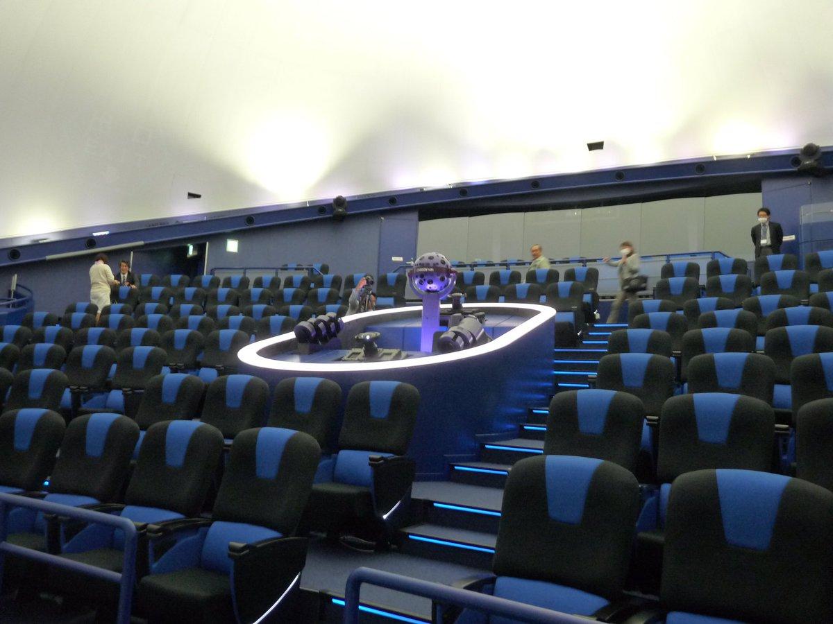 今日、四日市市立博物館のプラネタリウムの投影機が、世界一たくさんの星が映せる、とギネスに認定された伝達式が、四日市市立博物館プラネタリウムで行われました! 世界一、ギネスです!!1億4千万個の星を映せますよ!ぜひ見にきてください。 https://t.co/9IjPvC8EdW
