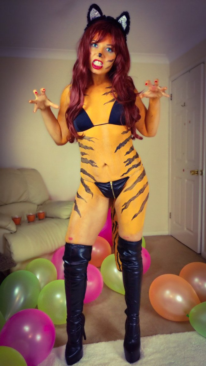 🎃 Happy #Halloween 🎃 #trickortreat Vote for me now ⏩ vjKgylSpBW #MVContest #Manyvids