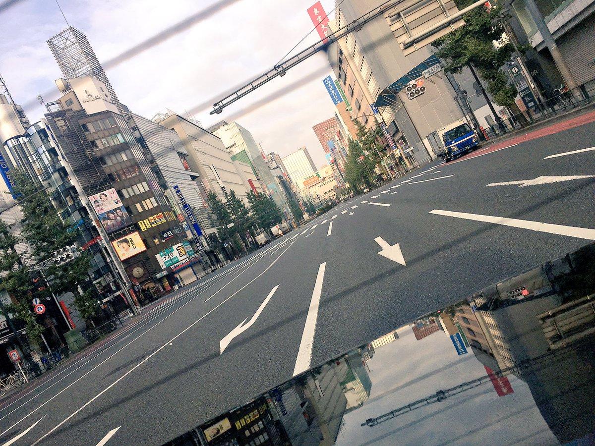 気持ち良い朝だ。  日曜日のこの時間は 人も車も少なくて  いつも通る繁華街が 落ち着いて見えて  なんか  イイぞ。  心向けて今日も。 一日撮影す。