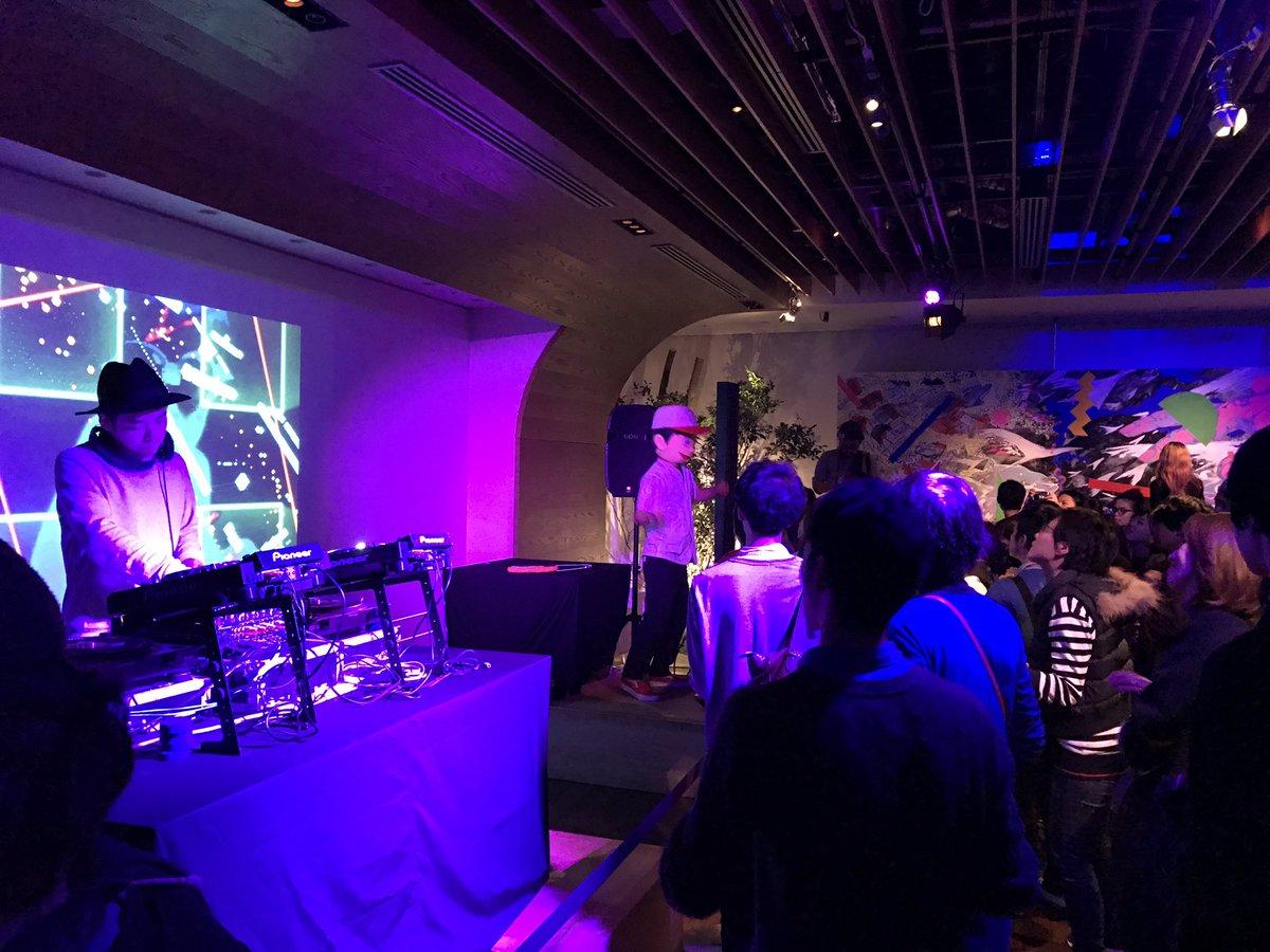けやき坂のスタジオ飛び出して僕もヒルズカフェに戻って来ました❗️アゲ太郎も踊ってる‼️ #jwave #アートナイト