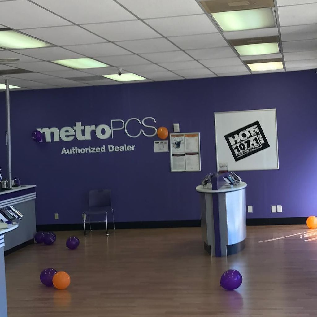 @djrax1 is live at #metropcs #22