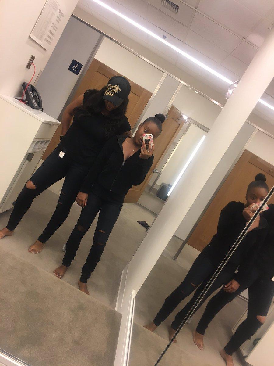 RT @Queen_Dahjea: Me and momma dukes had to cop some #GoodAmerican jeans ???? @khloekardashian #killinit https://t.co/0mhwsTfkBh