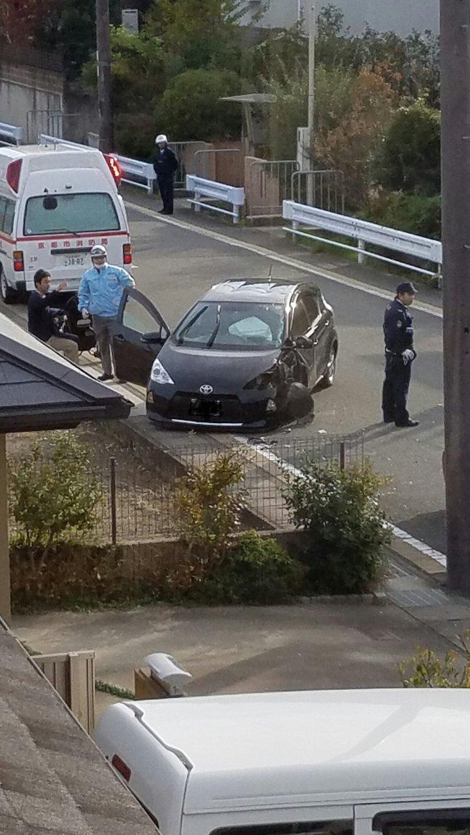 家の前で事故。。穏やかな日曜日ではない。。。気をつけてm(__)m https://t.co/jWkF21Ox1C