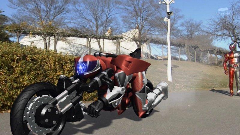 #nitiasa  Q:ライダーってバイクになれるんですか?