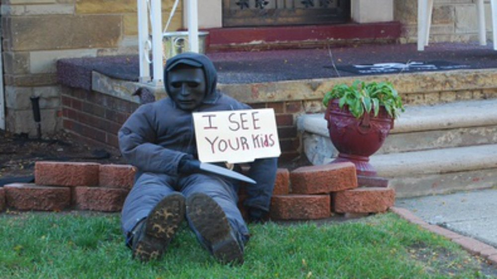 Grisly Halloween display in Detroit decries US violence