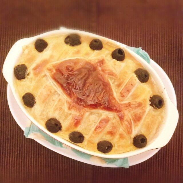 @16sea84: 『横尾さんジブリ好きだから』と友達がニシンのパイ(魔女の宅急便)を作ってくれた\(o゚へ ゚o)/か