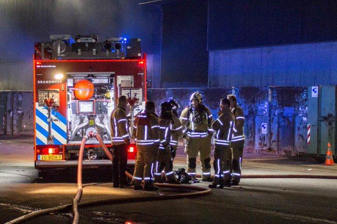 Middelbrand in loods bij van Gansewinkel https://t.co/NMIelGRjSX https://t.co/dmxsURU5Vm