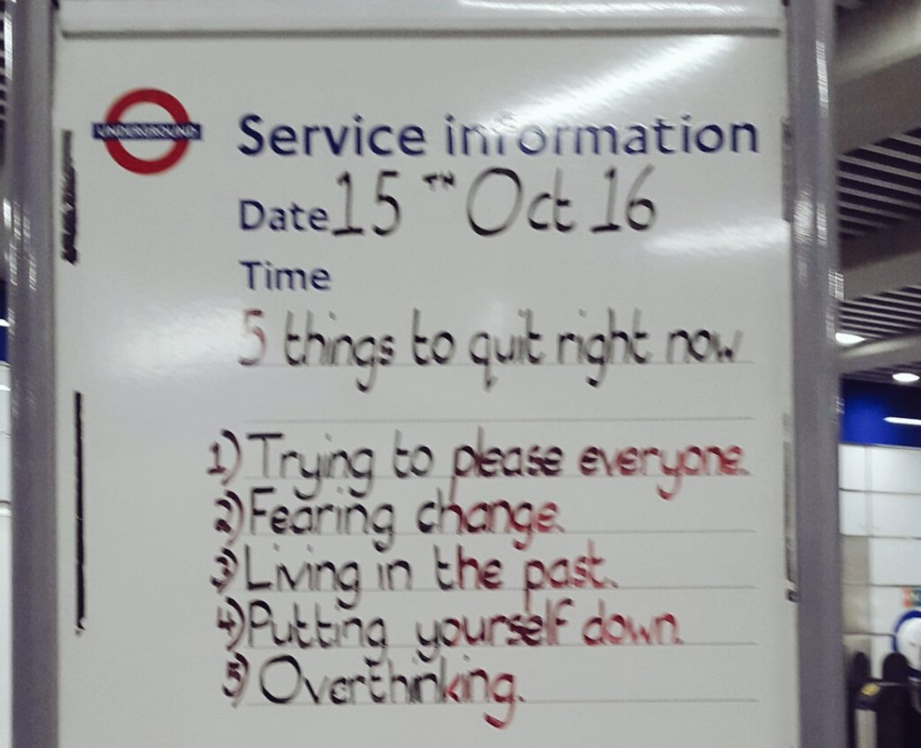 ロンドン交通局の地下鉄サービスインフォメーション掲示板が好きだ。  「今すぐ止めるべき5つの事  1.全ての人を喜ばそうと頑張る 2.変化を恐れる 3.過去に縛られ、拘り、抜け出さない 4.自分を卑下、自己評価を下げる 5.考えすぎ思考」  自分が平和でいること、はじめの一歩。