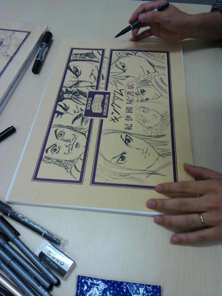 続き:サイン会終了後に原先生が弊社のカバーにイラストを描いて下さいました。なんと豪華な!キャラ7人(政・信・貂・羌瘣・王