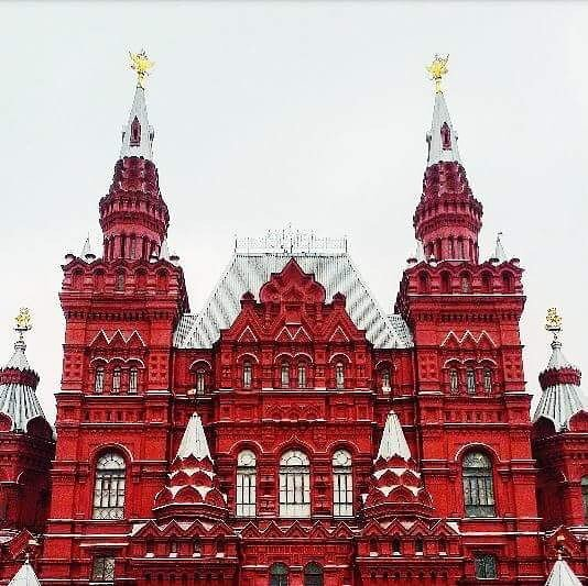 Red is the new black #moscow #москва #vscomoscow #redsquare #краснаяпл