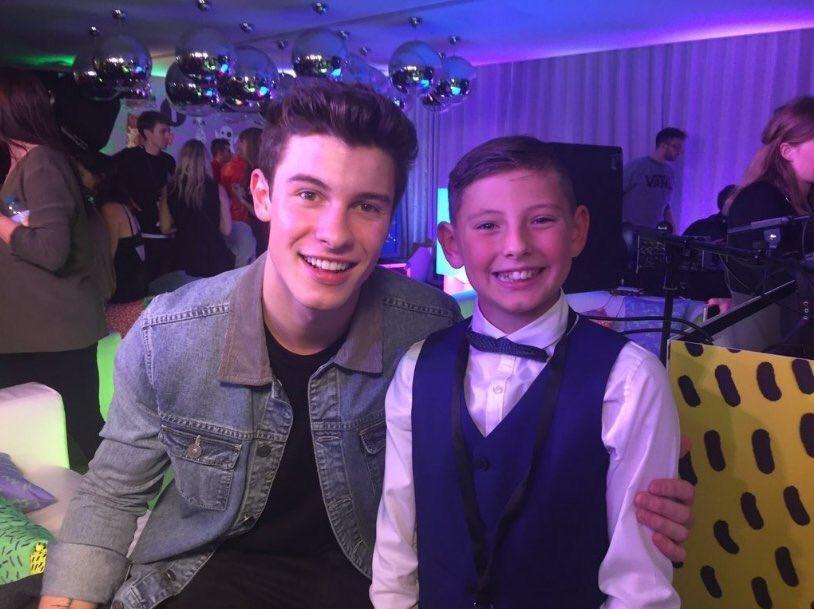 #R1TeenAwards: R 1 Teen Awards