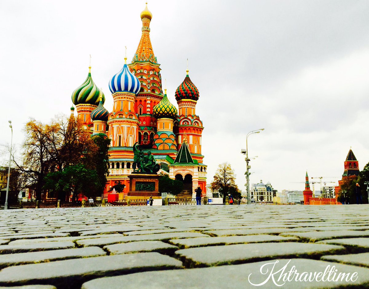 #Russia #moscow #stbasil #redsquare #travel #backpacker #trip #east #beautiful #colour ...