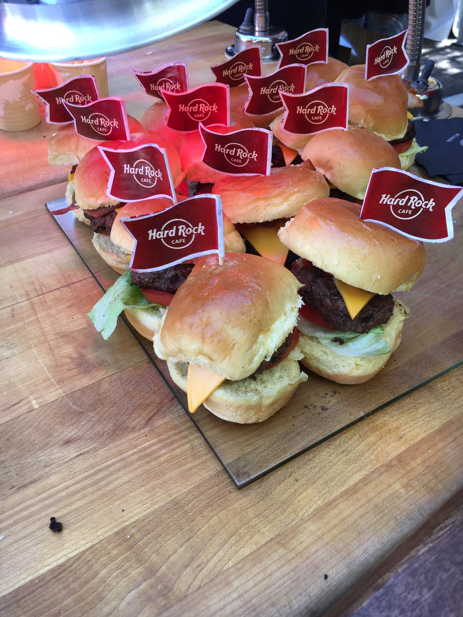 Order up! Mini bacon cheeseburgers are coming to you from <a href=https://twitter.com/hardrock target=blank>@hardrock</a>! <a href=https://t.co/UJNbzZ9PK8 target=blank>https://t.co/UJNbzZ9PK8</a>