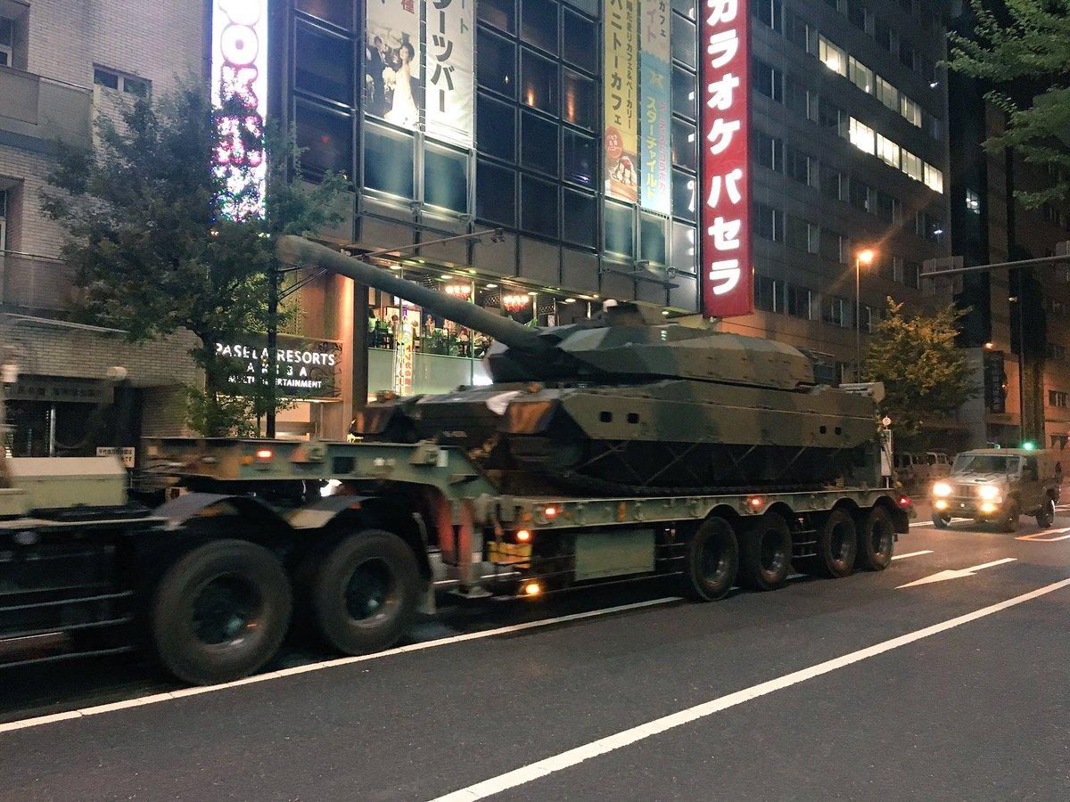 秋葉原パセラ前に巨大な戦車出現! #戦車 #本物